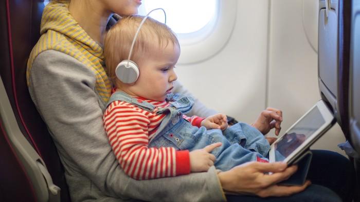 چرا نوزادان در هواپیماها گریه می کنند